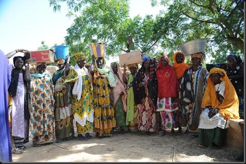 8d. Village women collect their seeds