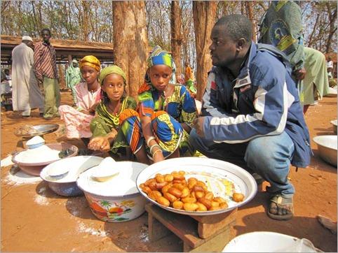 1a. Mbororo girls with Valentine at market