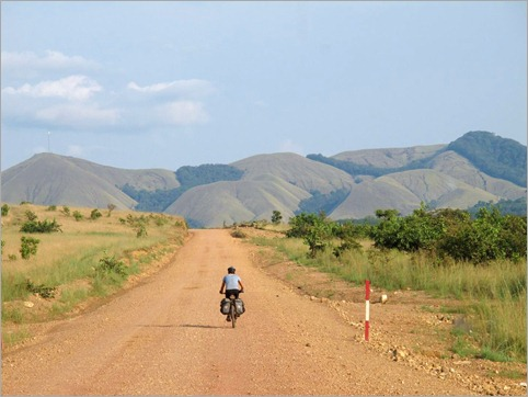 4c. Idyllic terrain but looking out for animals, Lope NP